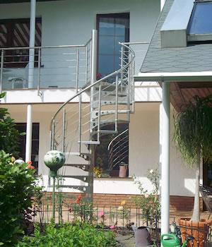 aussenspindeltreppe rondostep edelstahl spindeltreppe mit edelstahlgel nder gs treppen gmbh. Black Bedroom Furniture Sets. Home Design Ideas